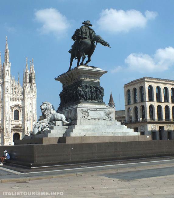 Milan Italie tourisme, Milan le monument dans la Place de la Cathédrale