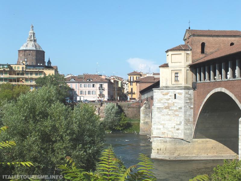 pavie italie tourisme, le pont couvert et la Cathedrale, photos de Pavie