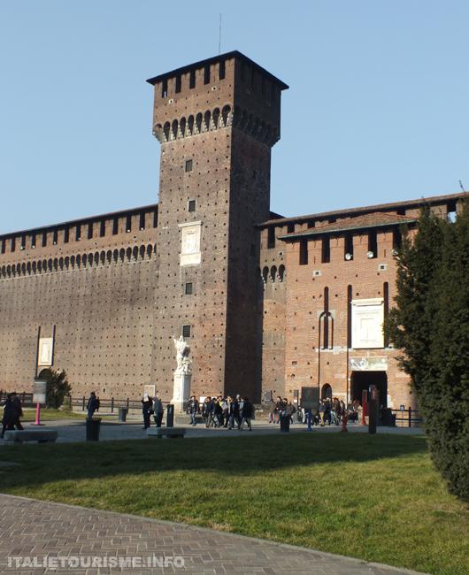 Tour Bona di Savoia à l'interieur du chateau des Sforza, photos de Milan