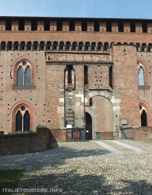 Chateau des Visconti à Pavia Italie tourisme, photos du chateau de Pavie