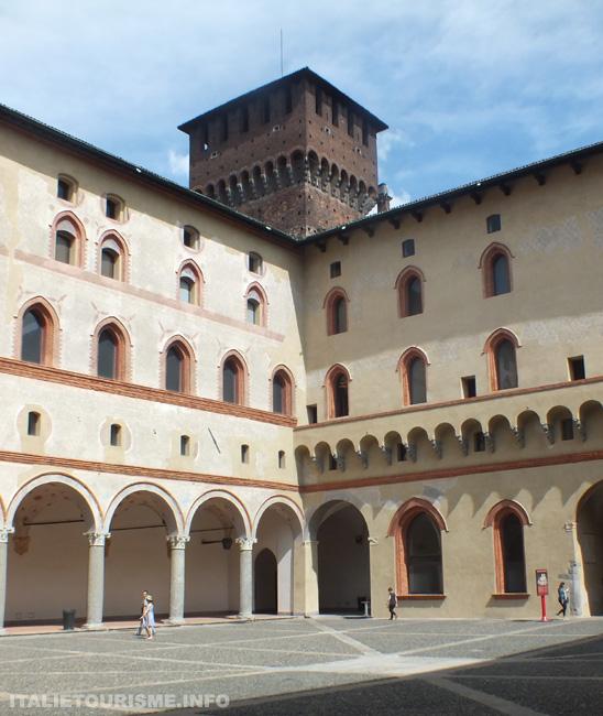 Chateau des Sforza cortile della Rocchetta