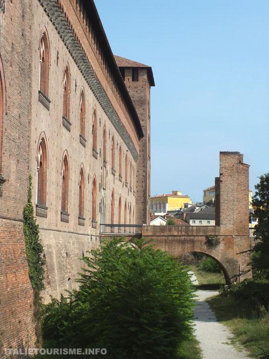 façade du Chateau, vue laterale