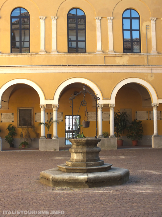 jardin botanique Pavie Italie, cour interieure