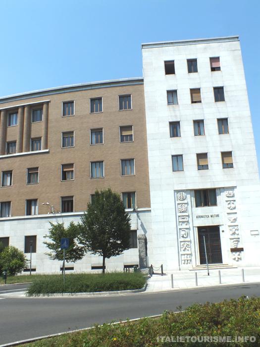 Palais de l'aéronautique militaire Milan Italie tourisme