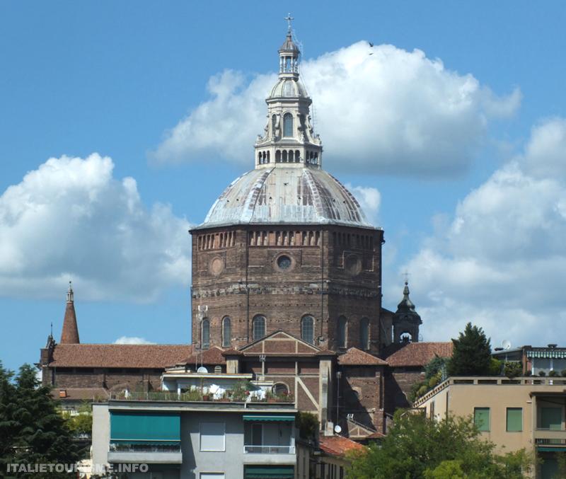 Visiter Pavie en 1 jour: la Cathédrale (Duomo).