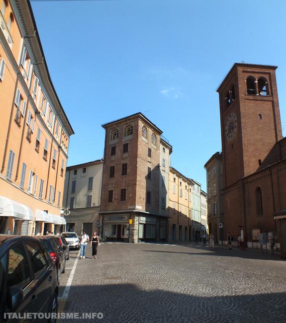 Piazza Borgo piacenza Plaisance Italie tourisme, découvrire Plaisance