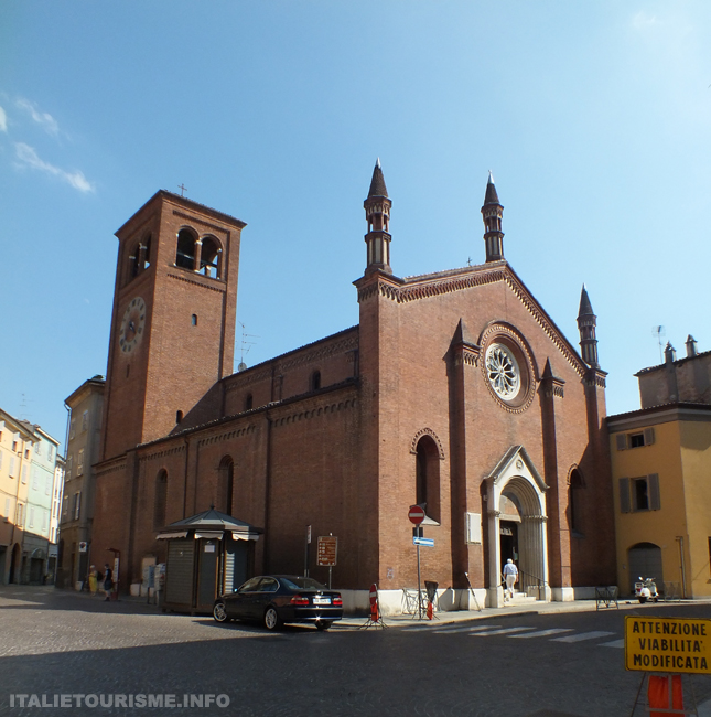 photos Plaisance Italie foto piacenza Italia piazza Borgo Chiesa S.Sepolcro