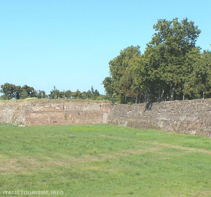 mura farnesiane, anciennes mures de la ville de Plaisance de l'epoque des Farnese. Plaisance tourisme