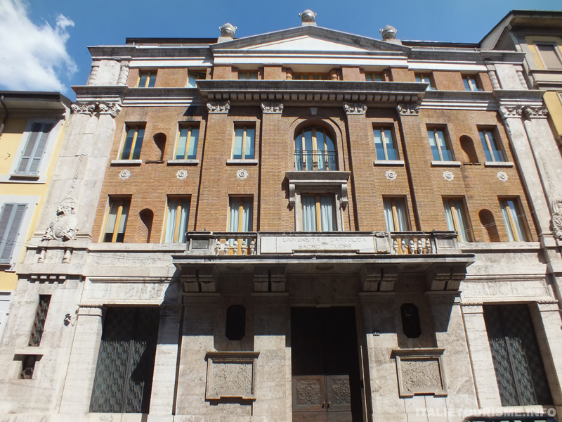 Maison des Faisseaux milanais, Architect Mezzanotte, 1927, rue Nirone, Milan Italie, photos Milan
