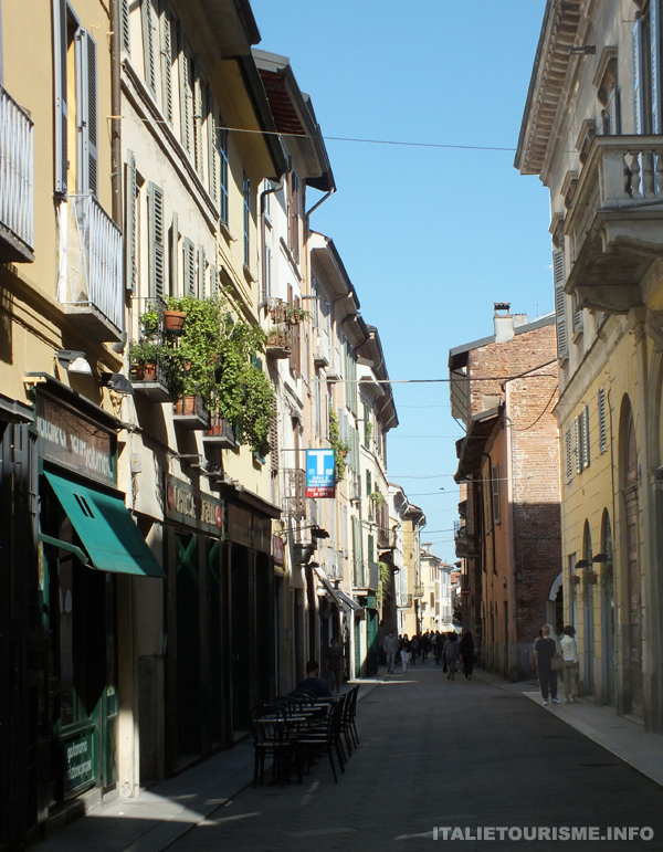 via Garibaldi Pavie Italie, visiter Pavie, Pavie centre ville photos