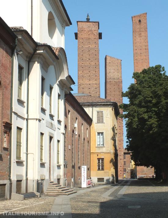 Trois tours Moyen Âge Pavie