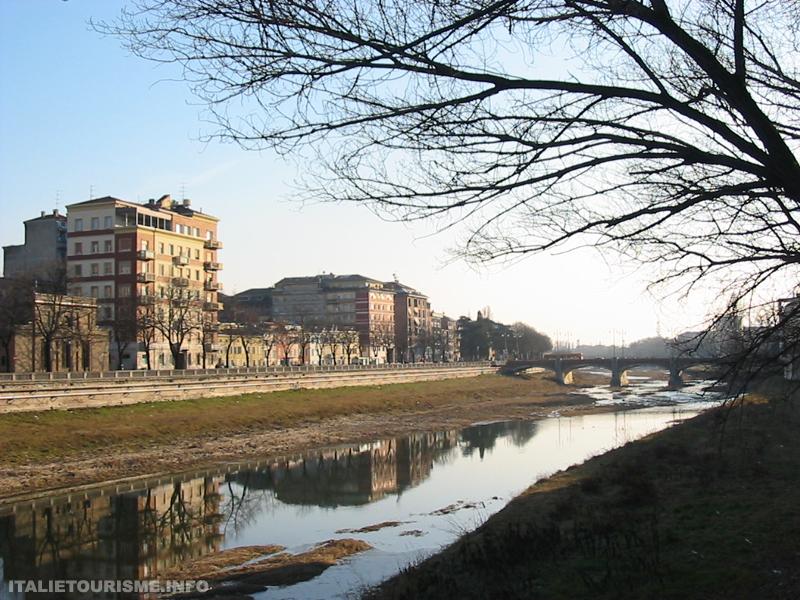 Visiter Parme: le torrent Parme. Parme Italie tourisme