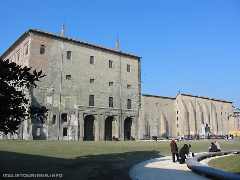 Palazzo della Pilotta Parme Italie tourisme
