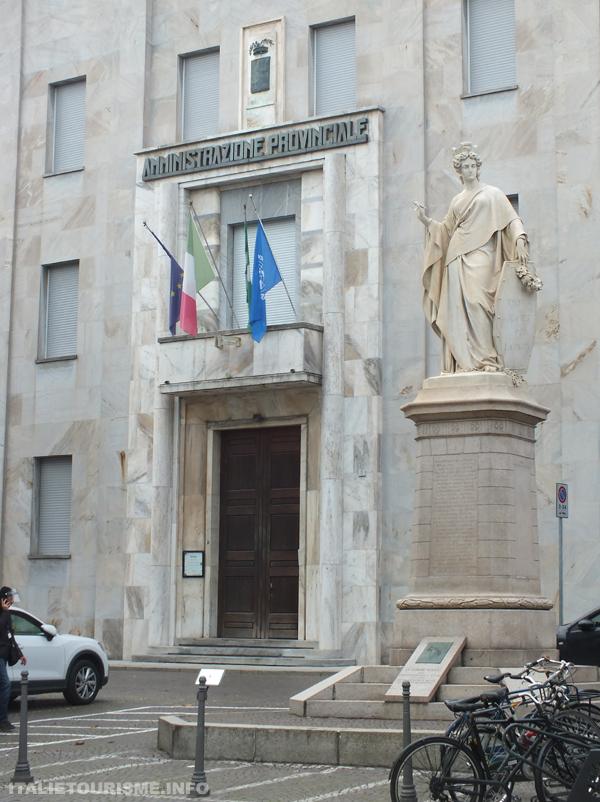 Visiter Pavie: palais de la préfecture