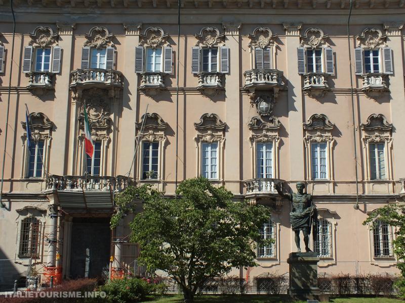 Visiter Pavie en 1 jour: Palazzo Mezzabarba. Photos Pavie Italie