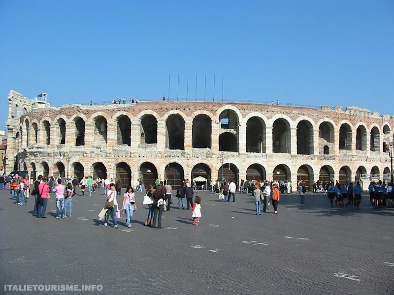 Visiter Verone en 1 jour: L'Arène romaine en piazza Brà