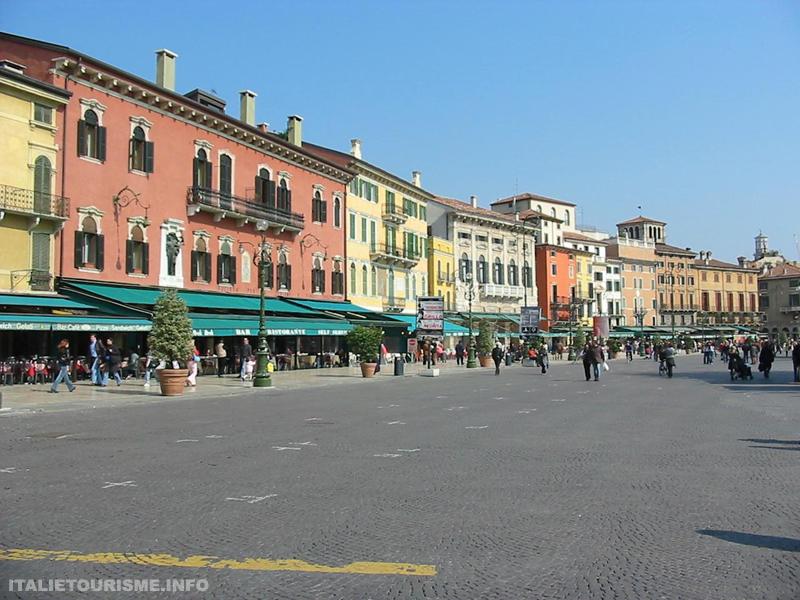 Visiter Verone: piazza Brà