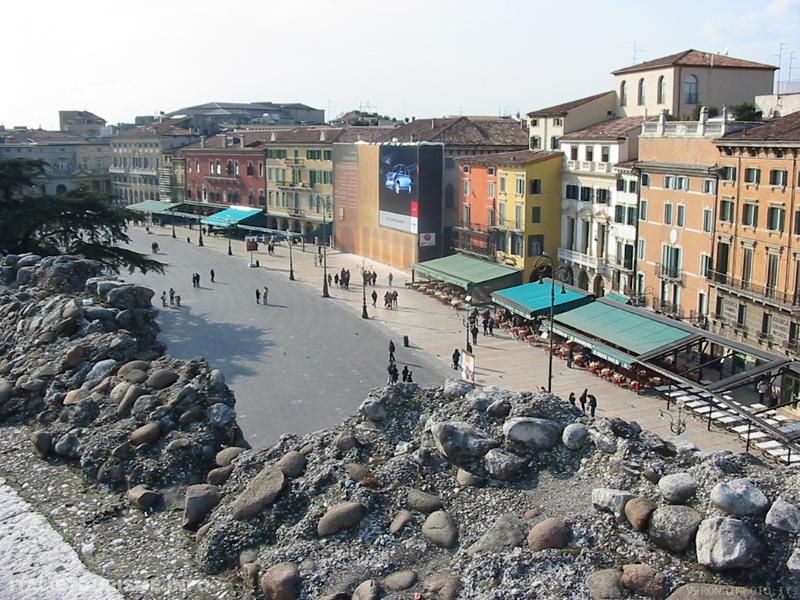 Visiter Verone: piazza Brà. Vérone tourisme, les incontournables de Vérone