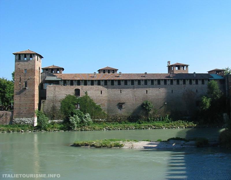 Visiter Verone: Castelvecchio. Vérone tourisme. Le vieux chateau de Vérone