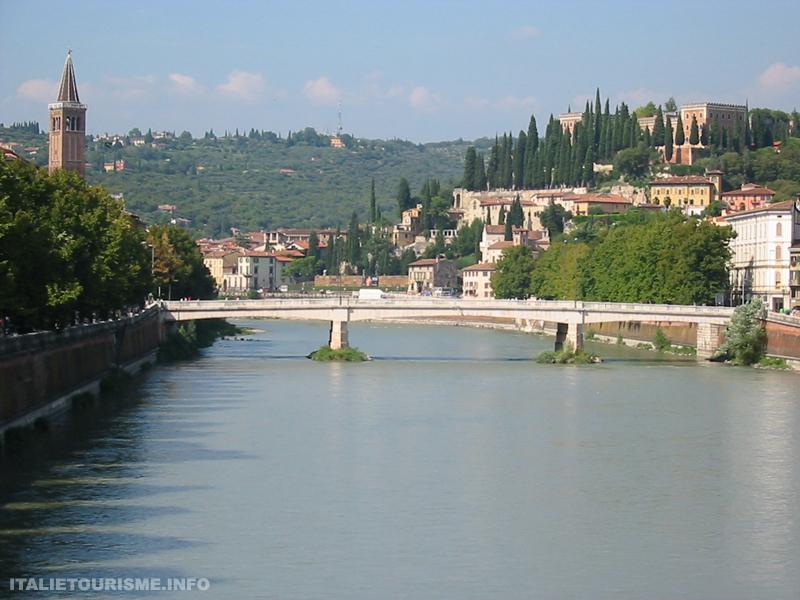 Visiter Vérone en 1 jour: le fleuve Adige. Vérone tourisme