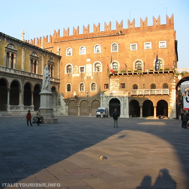 Palazzo del podestà Verone. Visiter Vérone. Vérone Italie tourisme