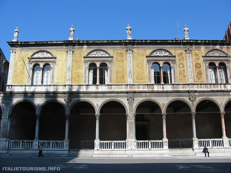 Visiter Vérone: La Loggia del Consiglio, Piazza dei Signori. Vérone tourisme