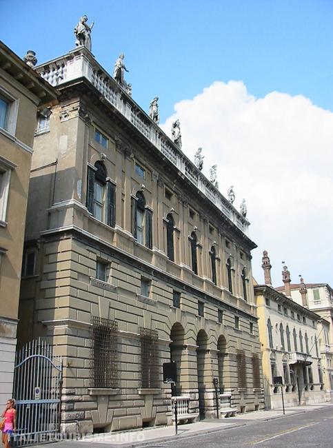 Visiter Vérone: Palazzo Canossa. Vérone tourisme. Visiter Vérone en 1 jour