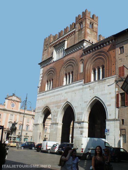Palazzo Gotico Palais gothique Plaisance