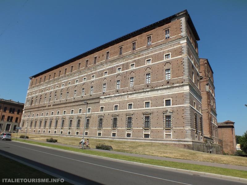 Visiter Plaisance: Palazzo Farnese. Que voir à Plaisance en Italie?