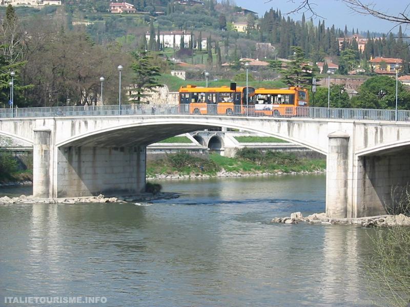 Ponte Garibaldi Vérone Italie, Vérone tourisme, photos de Vérone, Visiter Vérone