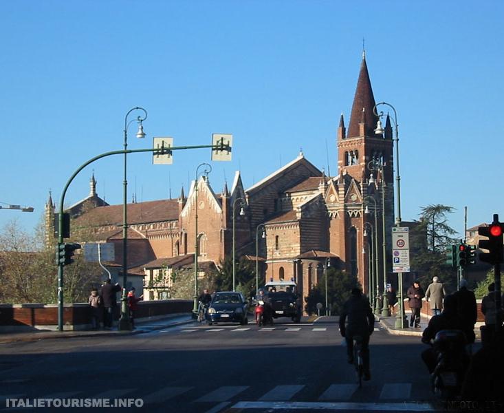 Visiter Vérone. Eglise de San Fermo. Vérone tourisme. Visiter Vérone en 1 jour