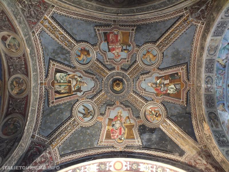 Sait Michel-Majeur Pavie Italie: l'une desvoûtes du bas-côté droit de la nef