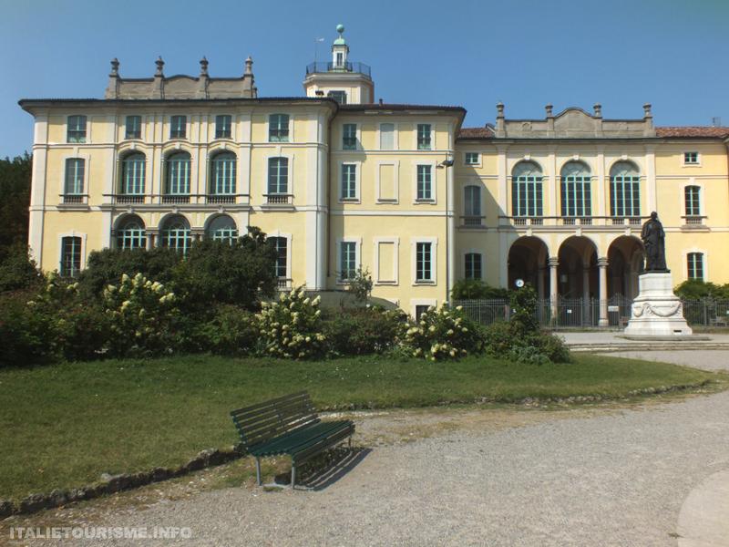 Palazzo Dugnani Milan italie tourisme visiter